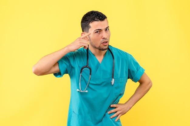 Especialista en vista lateral, el médico anima a las personas a tener cuidado durante una pandemia.