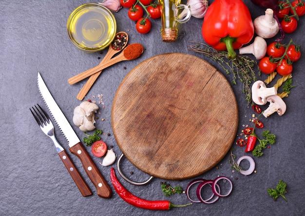 Especias alimenticias naturales con verduras