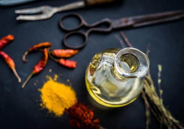 Especias coloridas con aceite
