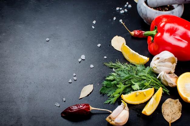 Especias hierbas y verduras. ingredientes para cocinar.