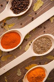 Especias pimienta al curry guindilla alcaravea