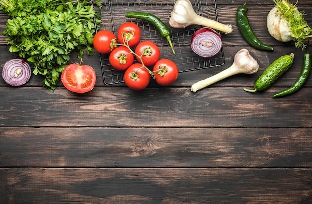Especias y verduras para espacio de copia de ensalada