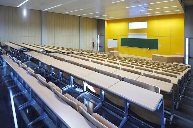 Una especie de universidad moderna vacía,