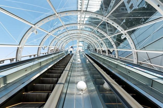 Espectacular escalera mecánica en japón.