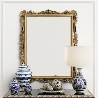 Espejo clásico con decoración en interiror.