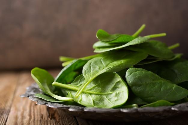 Espinaca verde fresca