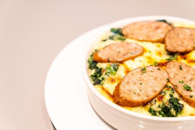 Espinacas al horno con queso y chorizo