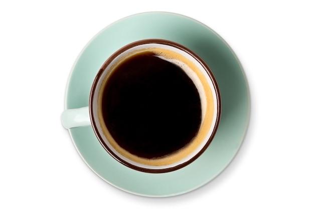 Espresso o americano, primer plano de la vista superior de la taza de café negro aislado. café y bar, concepto de arte barista.