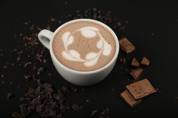 Espuma de kakao de leche con chocolate caliente