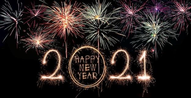 Espumoso año nuevo 2021 con fuegos artificiales