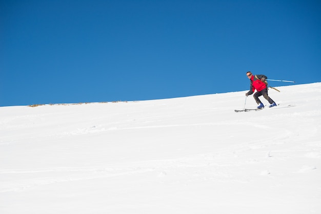 Esquiar en el majestuoso arco alpino italiano