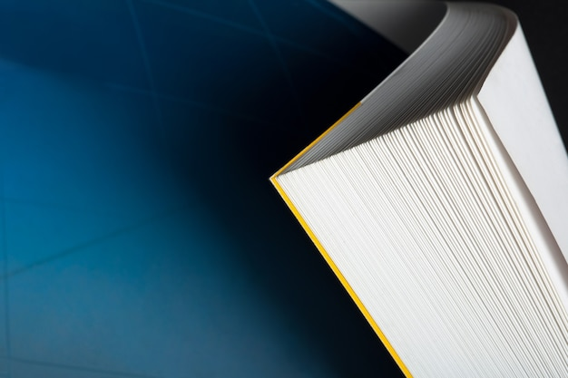 Esquina de libro curvada