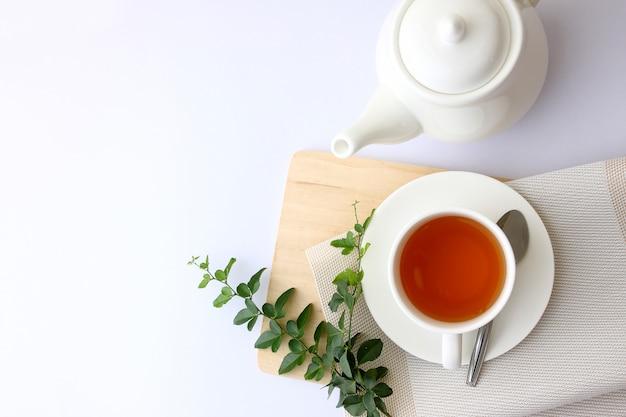 Esquina superior de cristal de té blanco