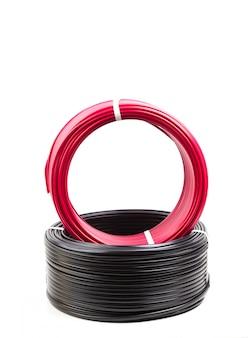 Establecer cable eléctrico de color sobre fondo blanco.