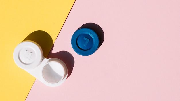 Establecer lentes de contacto sobre fondo naranja y rosa