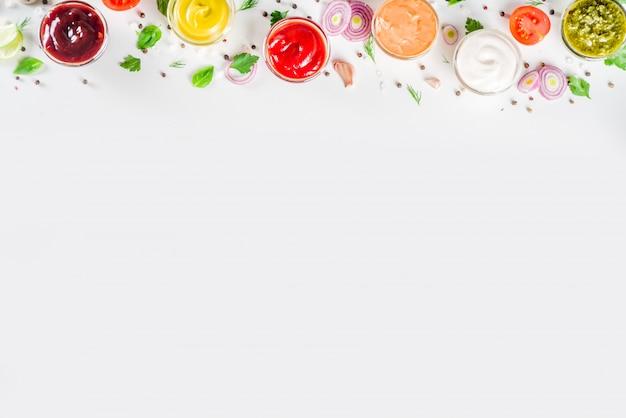 Establecer tazones de diferentes salsas y salsas