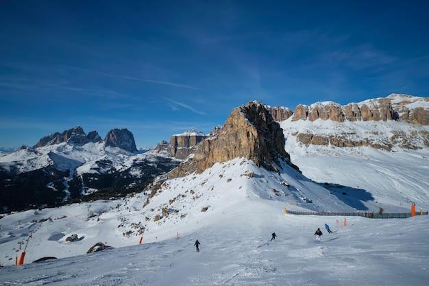 Estación de esquí en dolomitas, italia