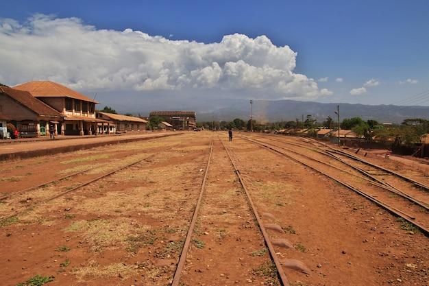 Estación de ferrocarril en la ciudad de moshi, áfrica