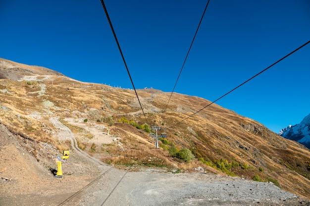 Estación superior del funicular mashuk y panorama dombay
