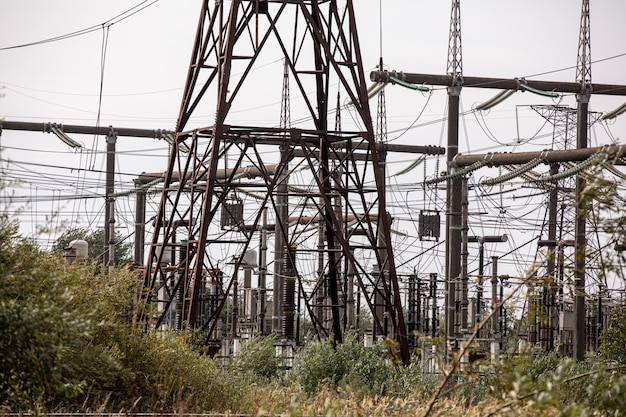 Estación de transmisión y distribución de alta tensión.