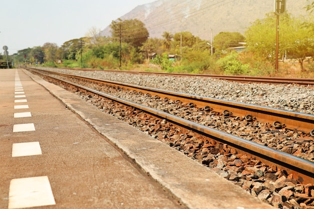 Estación de tren y ferrocarril