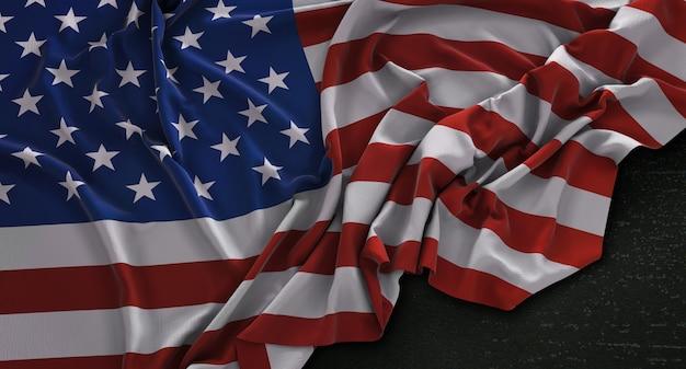 Estados unidos bandera de estados unidos arrugado sobre fondo oscuro 3d render