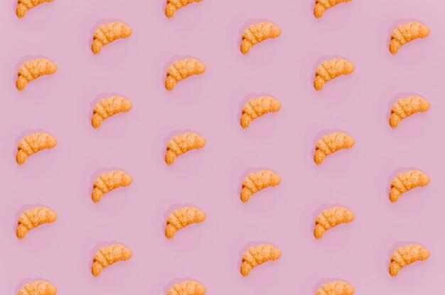 Estampado de panadería con croissants horneados