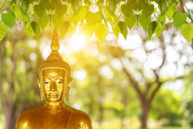 Estatua de buda, día de visakha puja