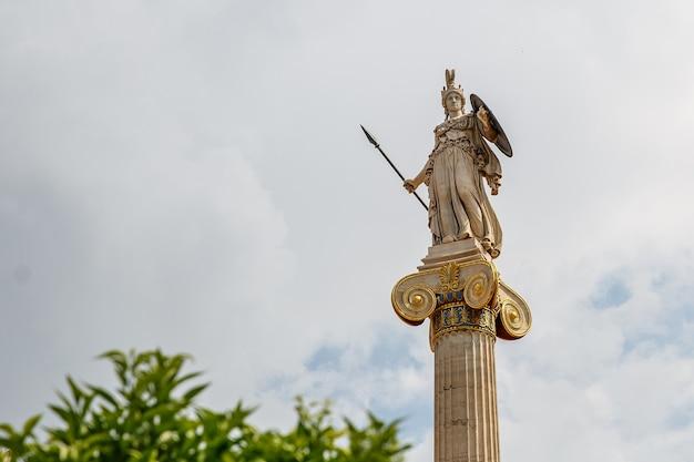Estatua de la diosa atenea, la diosa de la pieza, la sabiduría y la cultura