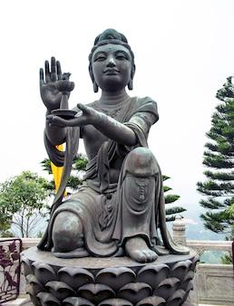 Estatua en la isla de lantau