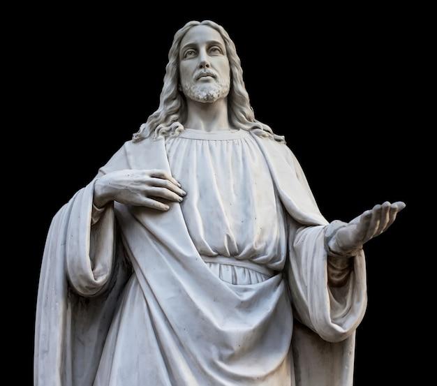 Una estatua de jesús con las manos abiertas. aislado