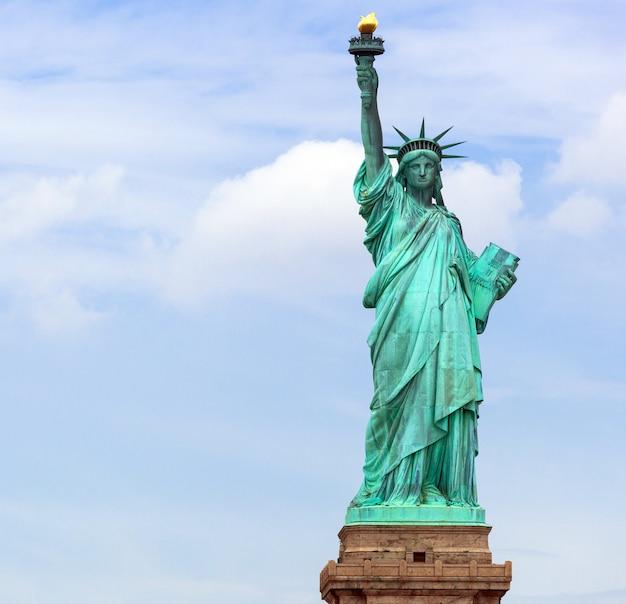 La estatua de la libertad en la ciudad de nueva york