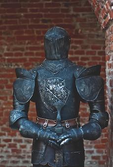 Estatua metálica de un soldado