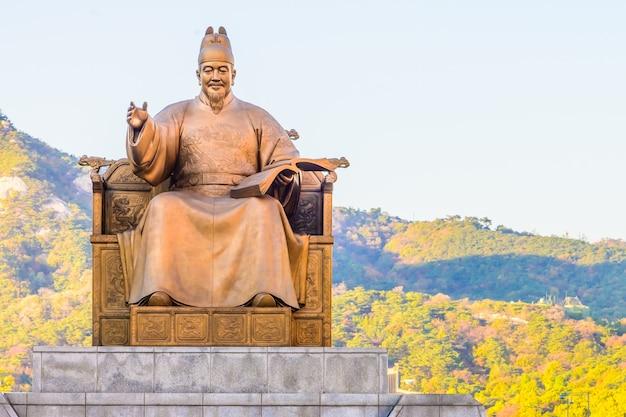 Estatua de piedra al sur de oro coreano