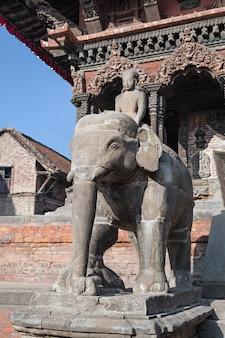 Estatua de piedra del elefante