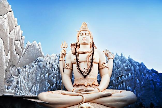 Estatua de señor shiva