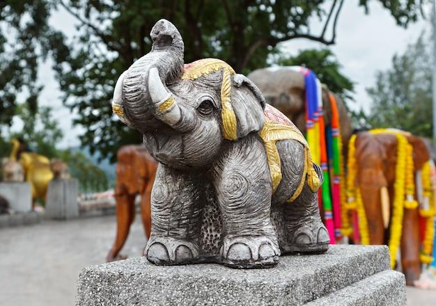 Estatuas de elefantes