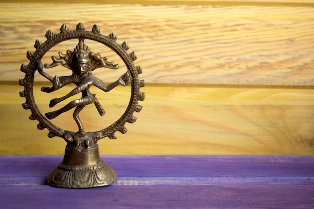 Estatuilla de un dios danzante shiva nataraja