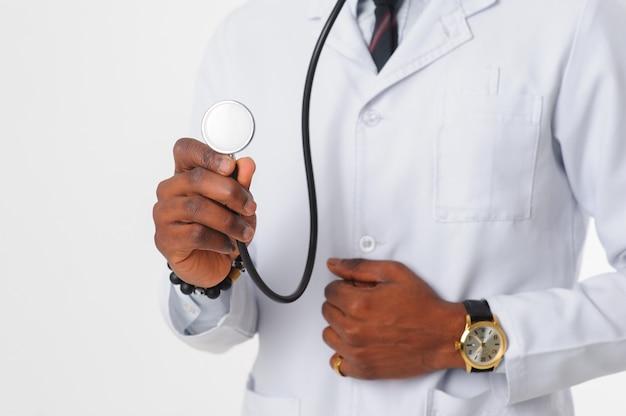 Estetoscopio en foco en mano de doctor