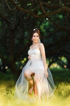 Estilo tailandés asiático de la boda de la señora de la muchacha de la ropa interior