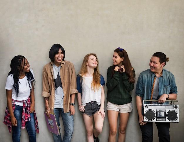 Estilo de vida de adolescentes cultura casual concepto de estilo juvenil