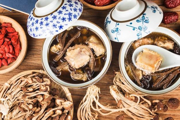 Estofado de costillas de setas de árbol de té