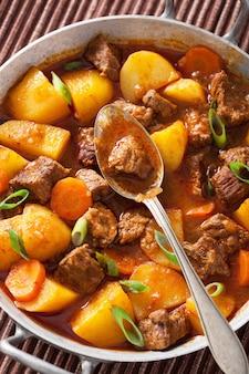 Estofado de ternera con patata y zanahoria