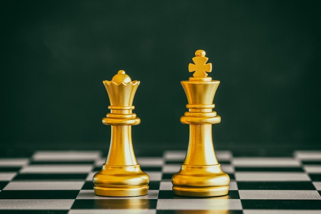 Estrategia de batalla de ajedrez juego de desafío de inteligencia. ajedrez líder empresarial e idea de éxito.