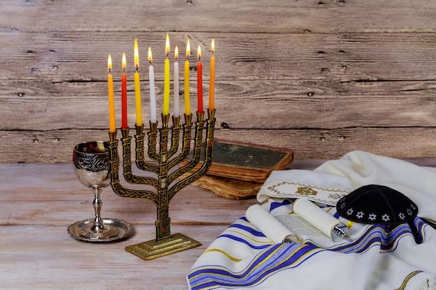 Estrella de david hanukkah menorah