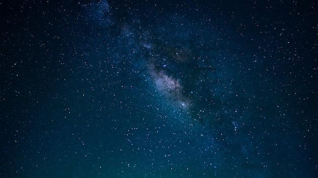 Estrella con fondo de universo de la vía láctea