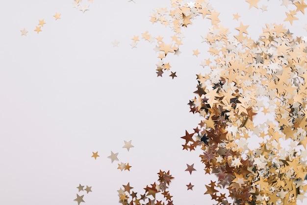 Estrellas doradas decoradas