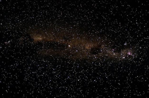 Estrellas y galaxia espacio ultraterrestre cielo noche universo negro fondo estrellado de starfield brillante