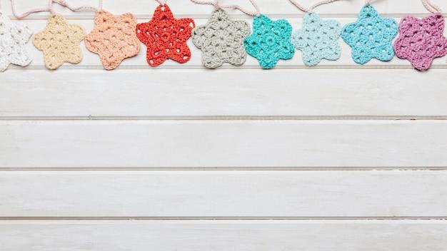 Estrellas de lana y espacio abajo