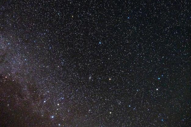 Las estrellas llenan el cielo